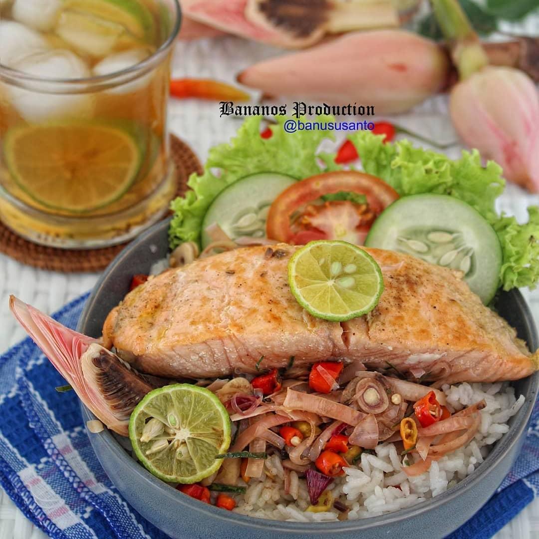 Rice Bowl Salmon Sambal Kecombrang