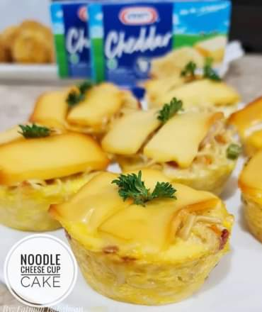 Noodle cheese cupcake