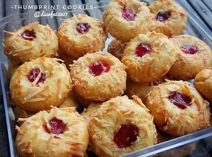 Crunchy Strawberry Cheese Thumbprint Cookies